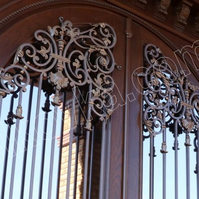 Forged lattice on the door