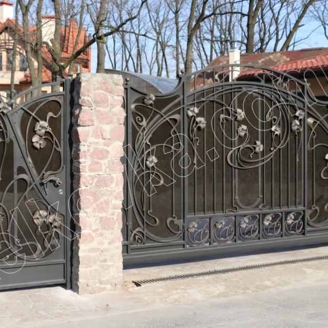 Sliding gates for home