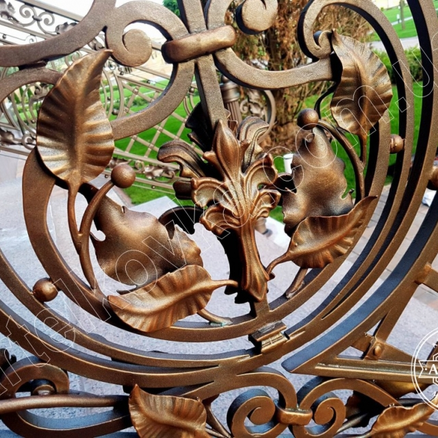 Patination of a wrought iron fence