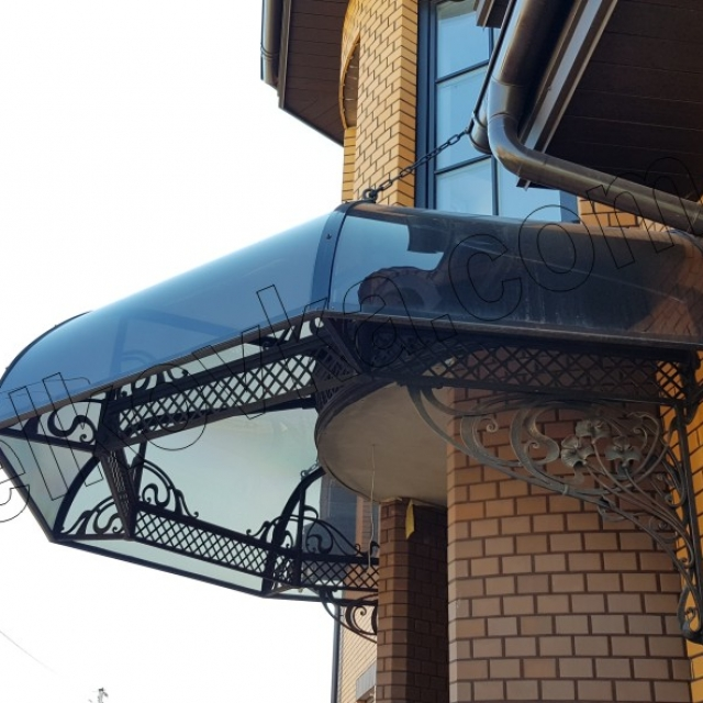 Canopy with polycarbonate
