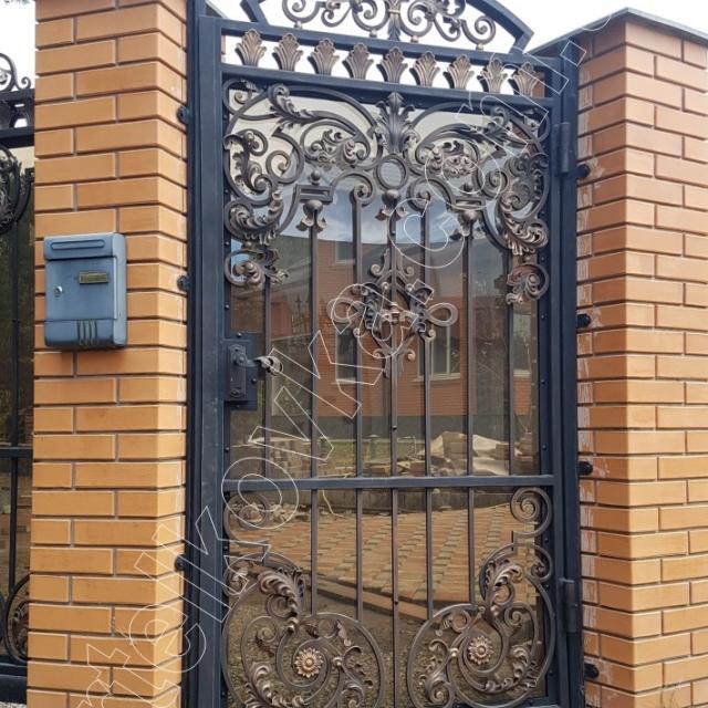 Wicket door with polycarbonate