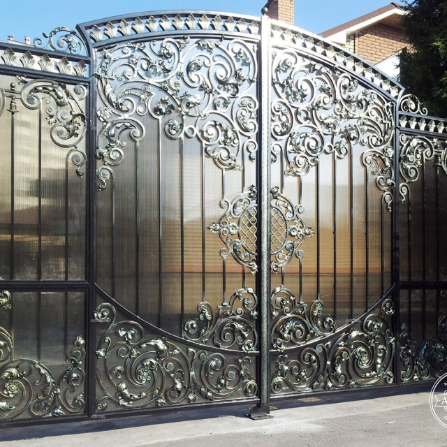 Forged gates with polycarbonate