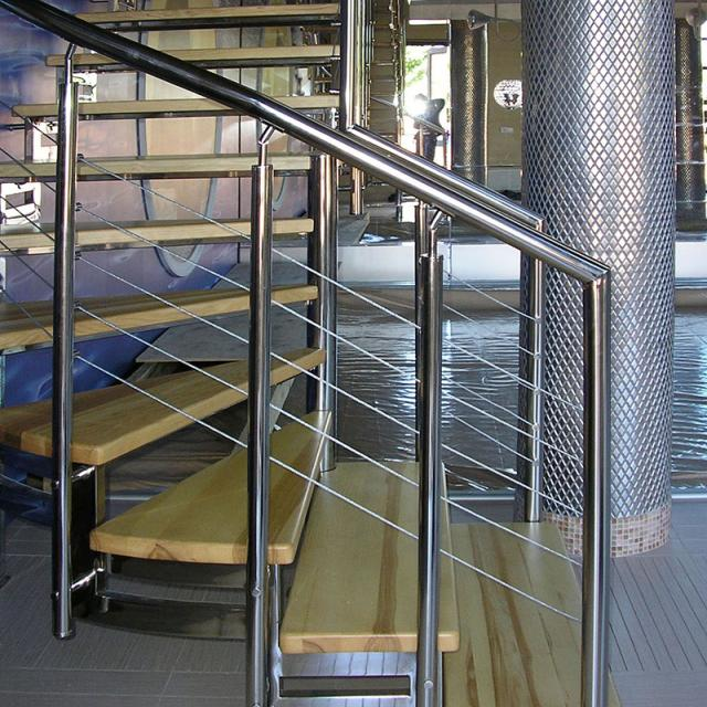 Stainless steel stringer ladder